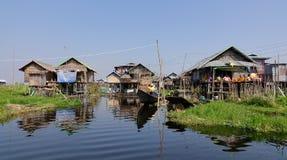 Много деревянных домов на озере Inle, Мьянме Стоковые Фото