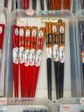 Много деревянных палочек в магазине Декоративные деревянные палочки Заполненный космос с палочками Куча палочек серия  Стоковая Фотография RF