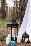 Много если свечи на подсвечниках и в фонариках Стоковые Фотографии RF