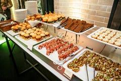 Много закуски на ресторанном обслуживание события Стоковое фото RF