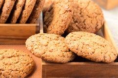 Много из печений овсяной каши в 2 деревянных коробках Стоковые Фото