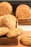 Много из печений овсяной каши в 2 деревянных коробках Стоковая Фотография