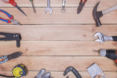 Много инструментов на деревянной предпосылке Стоковые Фотографии RF