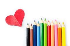 Много карандашей цвет и сердце красного цвета Стоковое Изображение RF