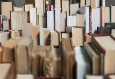 Много книг в bookstore или библиотеке Стоковая Фотография RF