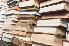 Много книг в bookstore или библиотеке Стоковое Изображение RF