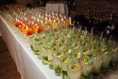 Много коктеилей на партии Стоковые Фотографии RF
