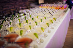 Много коктеилей на партии Стоковые Фото