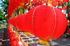 Много красивые красные китайские фонарики Стоковые Изображения