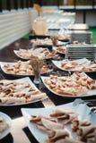 много красивых и очень вкусных комплектов закусок Стоковые Фотографии RF