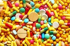 Много красочные лекарство и пилюльки Стоковые Фотографии RF