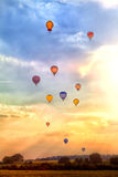 Много красочные использующие горячие воздух воздушные шары Стоковое Изображение