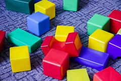 Много красочные кубы пены стоковые фотографии rf