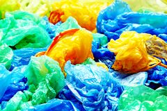 Много красочные полиэтиленовые пакеты Стоковое фото RF