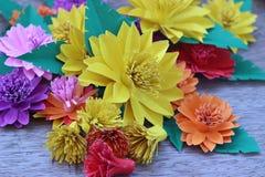 Много красочных бумажных цветков Стоковая Фотография