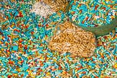 Много красочных медицин теряют силу в пластичных пакете и пластмассе bo Стоковые Фото