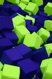 Много красочных мягких блоков в kids' ballpit на спортивной площадке Стоковые Фотографии RF