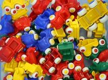 Много красочных пластичных автомобилей игрушки Стоковые Фото