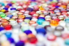 Много красочных стеклянных самоцветов Стоковые Фотографии RF