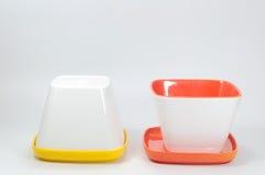 Много красят чашку меламина и поддонник, kitchenware Стоковые Изображения