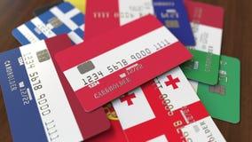 Много кредитных карточек с различными флагами, подчеркнули карту банка с флагом Австрии иллюстрация штока
