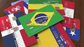 Много кредитных карточек с различными флагами, подчеркнули карту банка с флагом Бразилии бесплатная иллюстрация