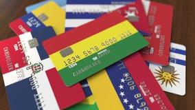 Много кредитных карточек с различными флагами, подчеркнули карту банка с флагом Боливии бесплатная иллюстрация