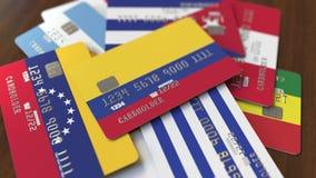 Много кредитных карточек с различными флагами, подчеркнули карту банка с флагом Колумбии иллюстрация штока