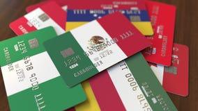 Много кредитных карточек с различными флагами, подчеркнули карту банка с флагом Мексики бесплатная иллюстрация