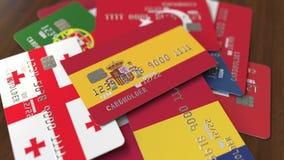 Много кредитных карточек с различными флагами, подчеркнули карту банка с флагом Испании иллюстрация вектора