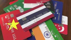Много кредитных карточек с различными флагами, подчеркнули карту банка с флагом Таиланда иллюстрация вектора