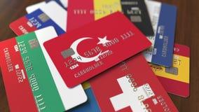 Много кредитных карточек с различными флагами, подчеркнули карту банка с флагом Турции иллюстрация вектора