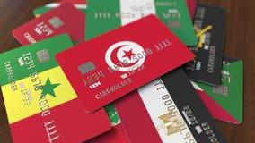 Много кредитных карточек с различными флагами, подчеркнули карту банка с флагом Туниса иллюстрация вектора