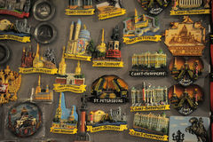 Много магниты ouvenir с Санкт-Петербургом для ради Стоковая Фотография