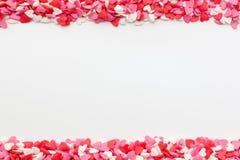 Много малых сердец на верхней части и дне на белой предпосылке Стоковое Изображение