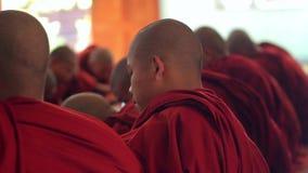 Много монахов видеоматериал