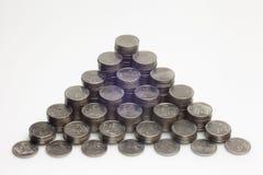 Много монеток аранжированы упорядоченно Стоковое Изображение