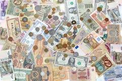 Много монеток, банкноты различных стран и времена деньги Стоковые Изображения RF
