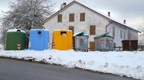 Много мусорных контейнеров для собрания отхода Стоковые Изображения RF