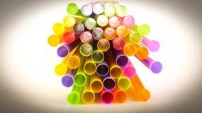 много, напиток, коктеиль, искусство, трубка, партия, питье, солома, пластмасса, конспект, цвет, красочный стоковая фотография
