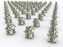 Много домов от денег владение домашнего ключа принципиальной схемы дела золотистое достигая небо к Стоковая Фотография RF