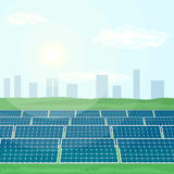 Много панелей солнечных батарей производят возобновляющую энергию от солнца Стоковое Фото
