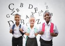 Много писем вокруг школы ягнятся перед серой предпосылкой бесплатная иллюстрация