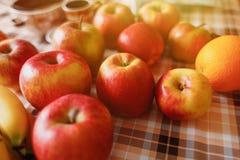Много плодоовощ на кухонном столе Стоковая Фотография