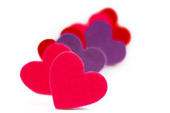 Много покрашенное сердце формирует в ряд стоковая фотография rf