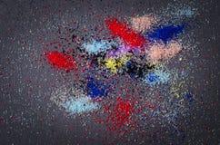 Много покрашенный конспект художничества состава краски порошка разбросал дальше стоковые фото