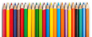 Много покрашенных деревянных карандашей изолированных на белизне Стоковое Изображение RF