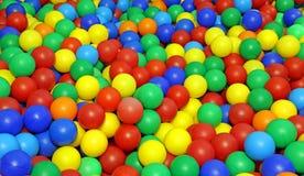 Много покрашенных пластичных шариков в бассейне для детей Стоковое фото RF