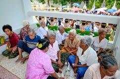 Много престарелое усаживание в группах обсуждая посвящение Стоковое Фото