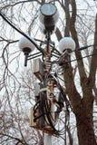 Много провода и коробки на старом столбе лампы Стоковые Изображения RF